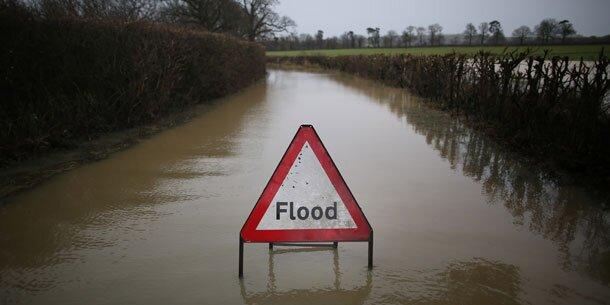 Mehrere Vermisste nach Stürmen in England