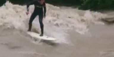 hochwasser_surfer.jpg