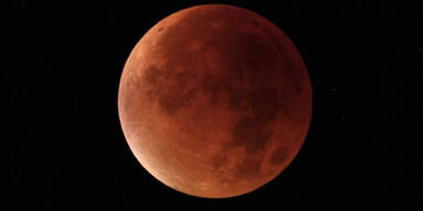 Der Blutmond erstrahlt über dem Nachthimmel