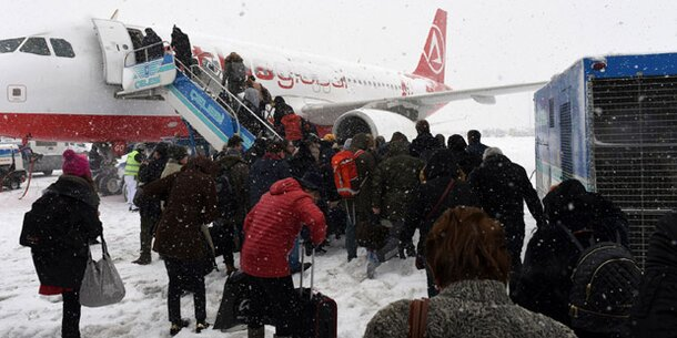 Schnee-Chaos: Fluggäste sitzen in Istanbul fest