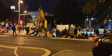 Klima-Rebellen errichten Zelt-Lager mitten auf Straße in Wien