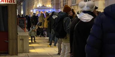Schon wieder: Massen stürmen trotz Lockdown Punsch-Stände