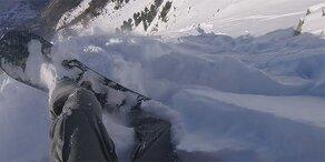 Video: Snowboarder von Lawine mitgerissen