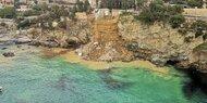 Küstenort in Ligurien sucht nach Erdrutsch Särge im Meer