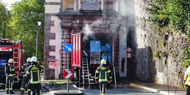 Brennender Lkw steckt in Klausentor fest