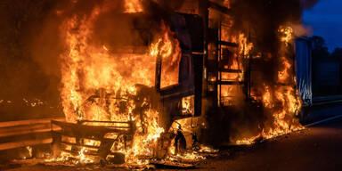 Stau-Chaos nach Lkw-Brand auf der A1