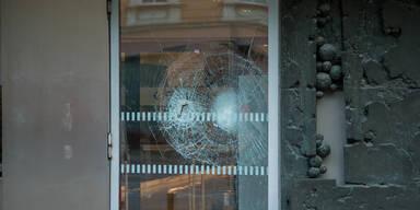 Mann demoliert Scheibe am Landesgericht Innsbruck mit Vorschlaghammer