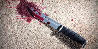 Tochter sticht ihren Vater mit Messer nieder