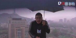 Wetter-Moderator vom Blitz getroffen