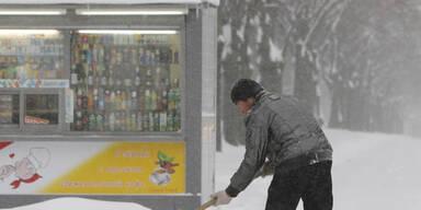 Schneesturm: Verkehrschaos in Moskau