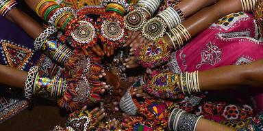 In Indien findet derzeit das neuntätige Tanzfest Navratri statt.