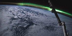 Spektakuläre Polarlichter über der Erde