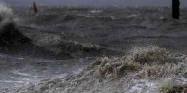 """Noch immer tobt """"Xaver"""" an der Nordseeküste"""