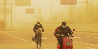 Mega-Sandsturm legt Peking lahm