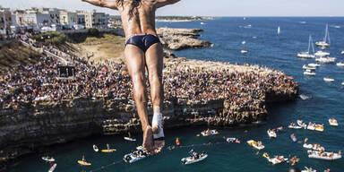 Die Teilnehmer bei der Red Bull Cliff Diving World Series sorgen für sensationelle Bilder