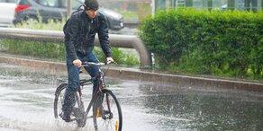 Wetter-Sturz mit Regen und Hagel