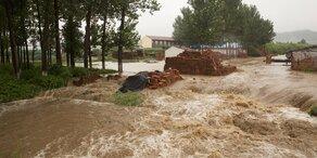 Unwetter in China: Tausende Häuser zerstört