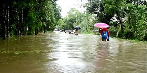 Monsunregen: Weit mehr als hundert Tote