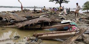 "Zyklon ""Roanu"" zerstört 25.000 Häuser"