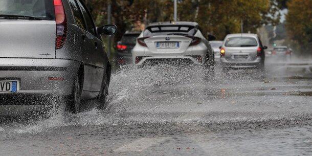 Schwerer Regenfälle legen Rom lahm