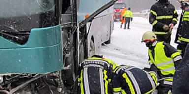 Busunfall auf der A1 bei Böheimkirchen