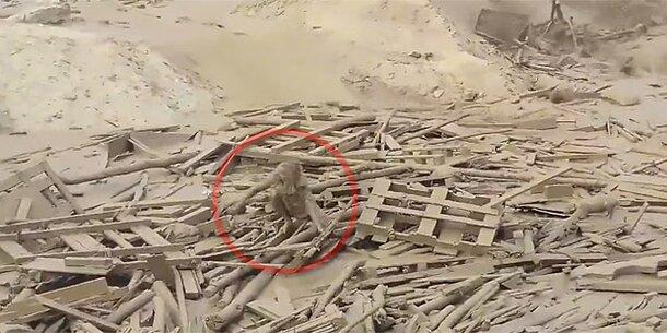 Video: Frau kämpft in Schlammlawine um ihr Leben