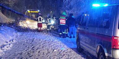 Schnee-Chaos: Mehrere Orte nicht erreichbar