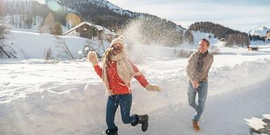 schneeballschlacht paar.jpg