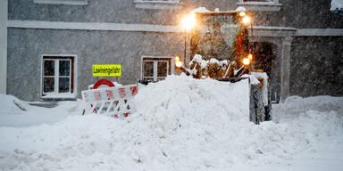 Schneemassen Winter Lawinengefahr Schneeräumung Vordernberg