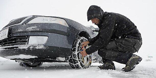Wintereinbruch führt zu erstem Verkehrschaos