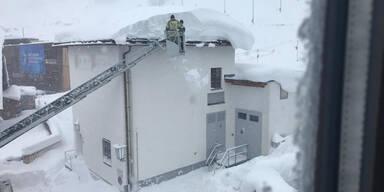Schneeräumung am Arlberg nach CO2-Alarm