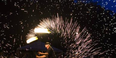 """Spektakuläre Feuer-Show beim """"Drum & Spalsh""""-Festival"""