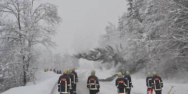 Schnee; Straße gesperrt
