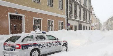 Schneechaos auf den Straßen