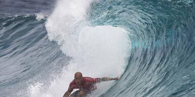 Ein Surf-Wettbewerb vor Tahiti sorgt für tolle Bilder