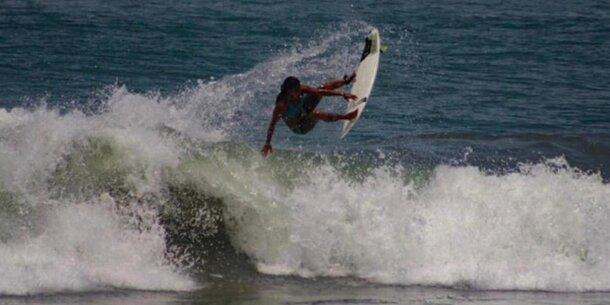 Surferin stirbt nach Blitz-Einschlag