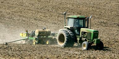60-Jähriger überschlägt sich mit Traktor - tot
