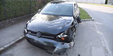 Pkw-Lenker (24) crasht in Fußgängerin mit Kinderwagen