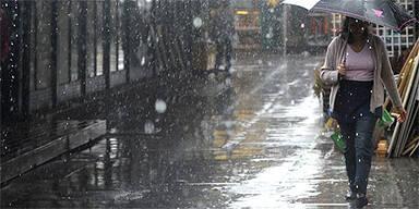 Regen am Naschmarkt / Wien