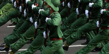 Militärparade anlässlich des 40. Jahrestags des Falls von Saigon