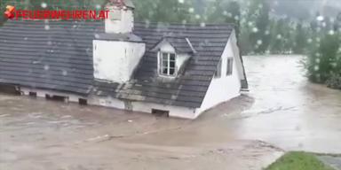 Straßen und Häuser unter Wasser