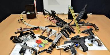 Waffen- und Drogen-Depot bei Corona-Demo-Organisator gefunden