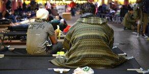 Sturm: Flüchtlings-Zelte in Salzburg evakuiert