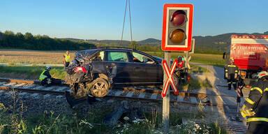 Horror-Crash in Niederösterreich: Zug erfasste Pkw
