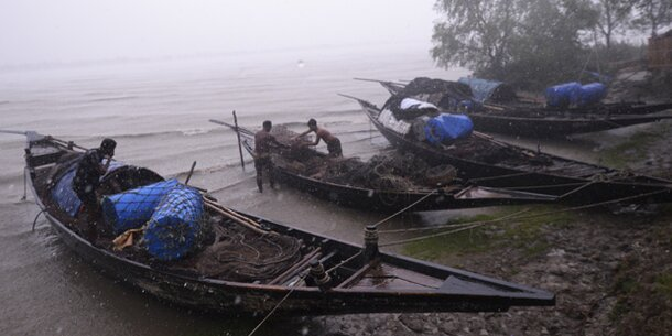 Monster-Zyklon fegt über Indien hinweg